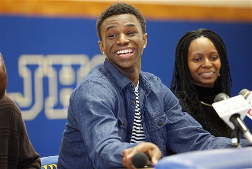 Kansas lures top prospect Andrew Wiggins to Phog