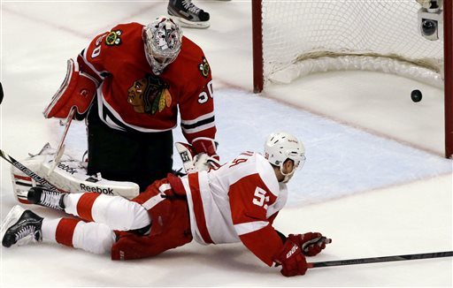 Red Wings rolling against Blackhawks with Howard