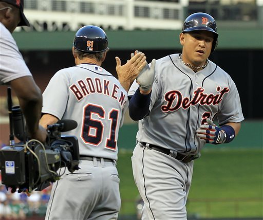 Cabrera hits 3 HRs, but Tigers fall 11-8 in Texas