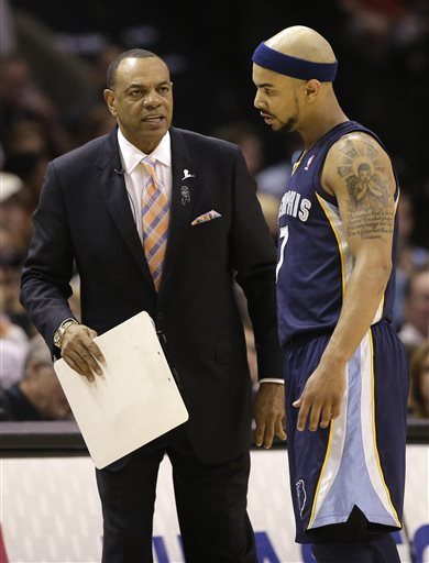 Grizzlies coach focused on Spurs, not his contract