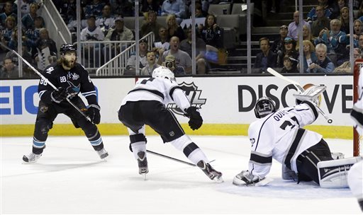 Sharks tie series with 2-1 win over Kings