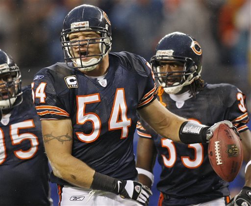 Bears LB Urlacher announces his retirement