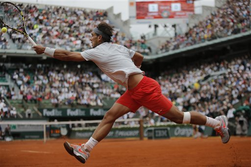 After waiting out rain, Djokovic starts French bid