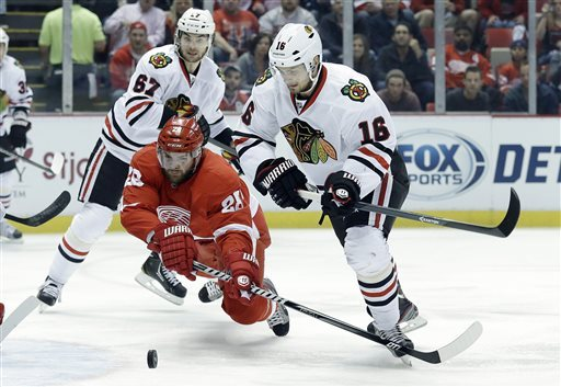 Blackhawks beat Red Wings 4-3, force a Game 7