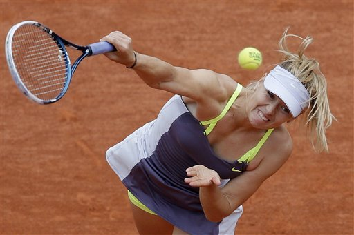 Sharapova reaches 4th round at French Open