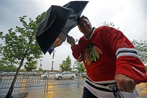 Blackhawks beat Bruins 4-3 in 3OT Cup opener