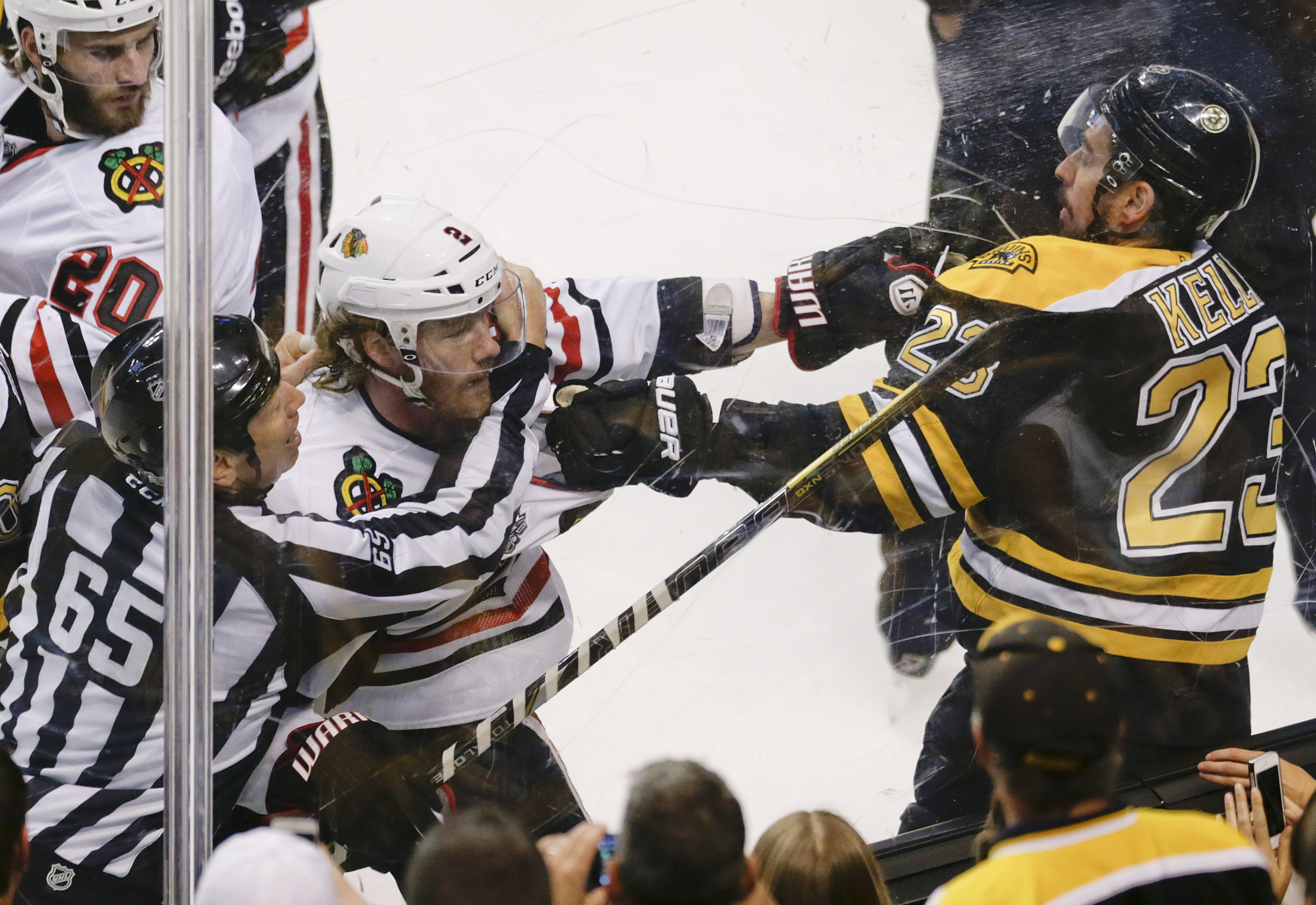 Blackhawks beat Bruins 6-5 in OT, tie series 2-2