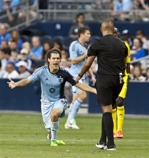 Kamara scores twice, lifts Sporting KC past Crew