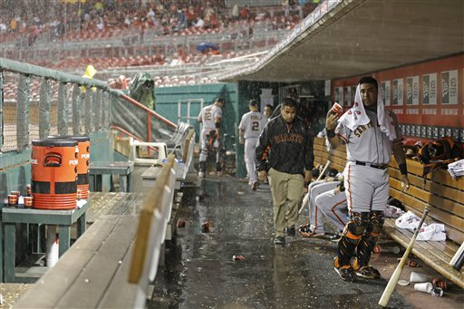Reds beat Giants 8-1 in rain-shortened game