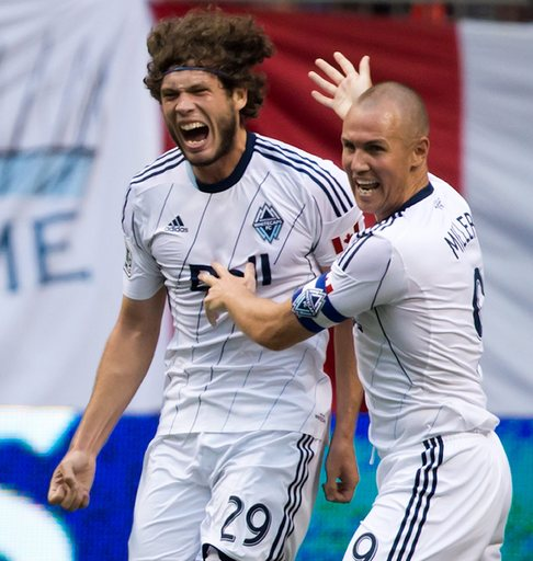 Heinemann lifts Whitecaps to draw with Chivas USA