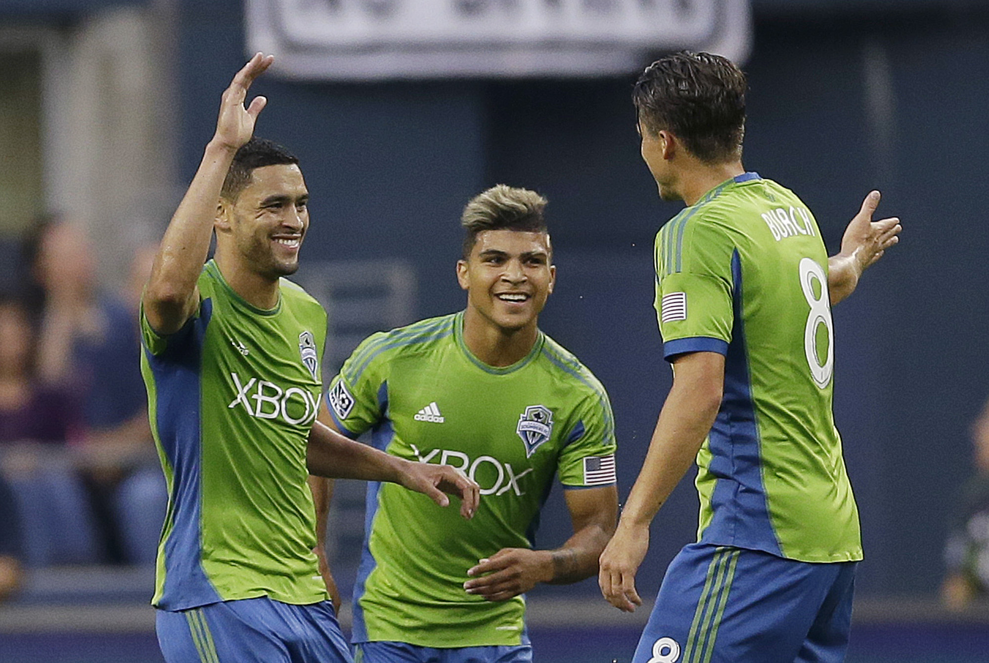 Neagle leads surging Sounders past Chivas USA 1-0
