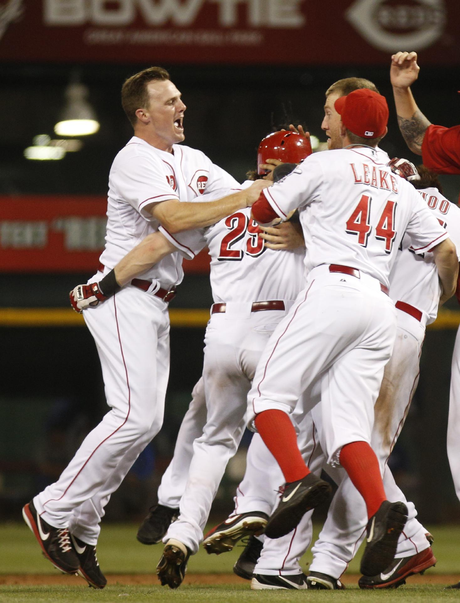 Hanigan's RBI double lifts Reds past Dodgers
