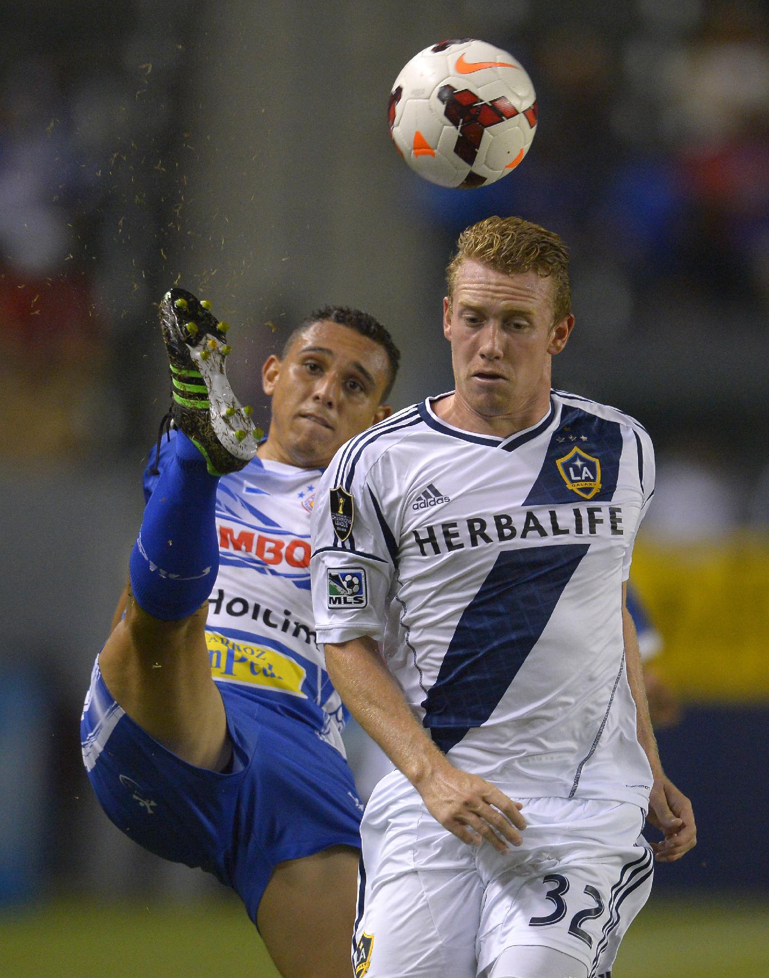 Galaxy beats Isidro Metapan 1-0