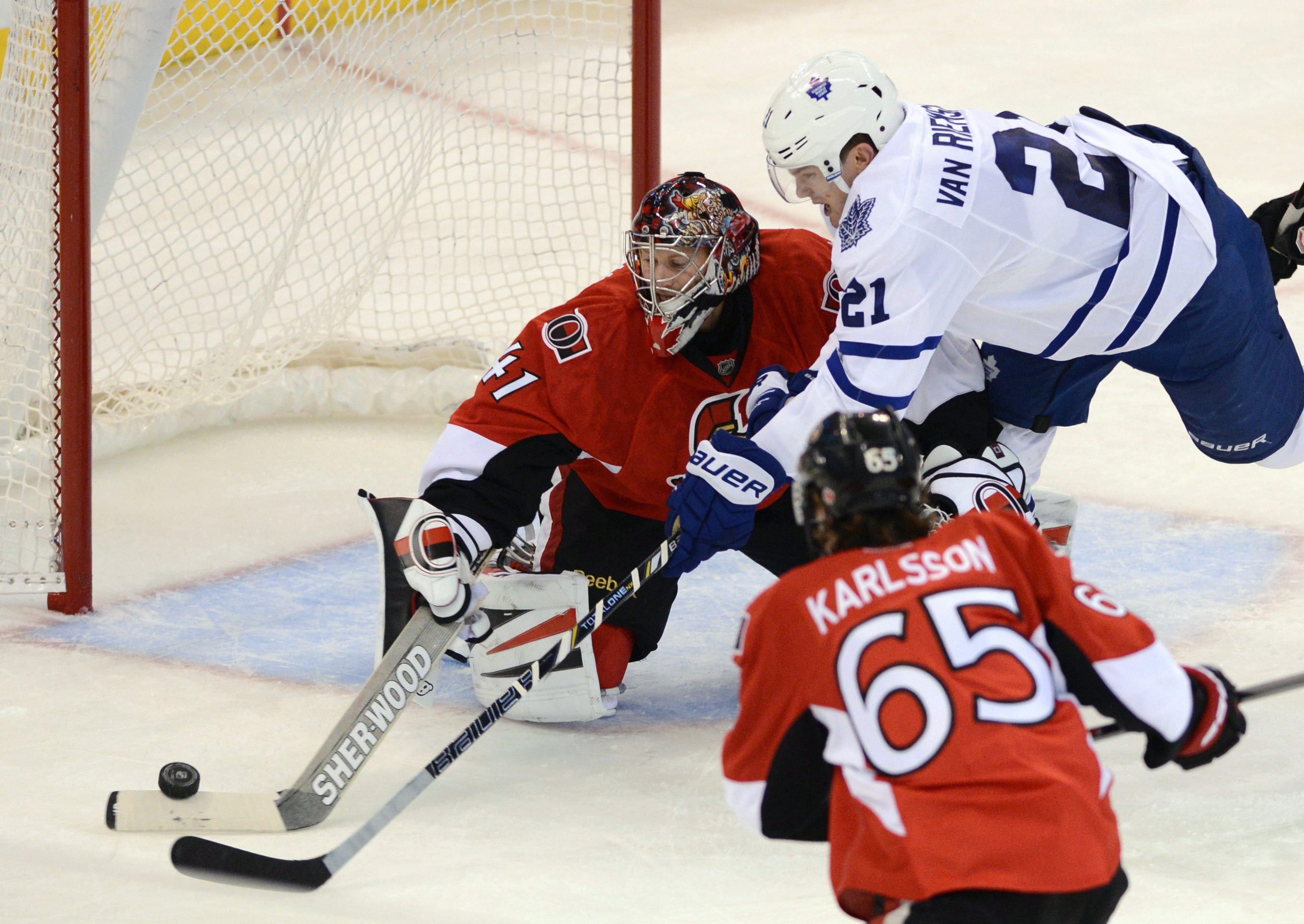 Bolland lifts Maple Leafs past Senators 3-2