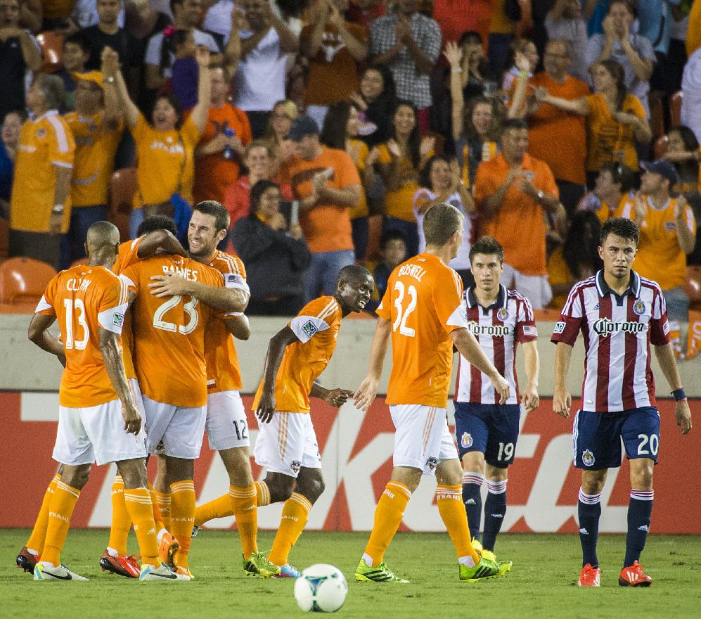 Barnes, Garcia lead Dynamo over Chivas USA, 5-1