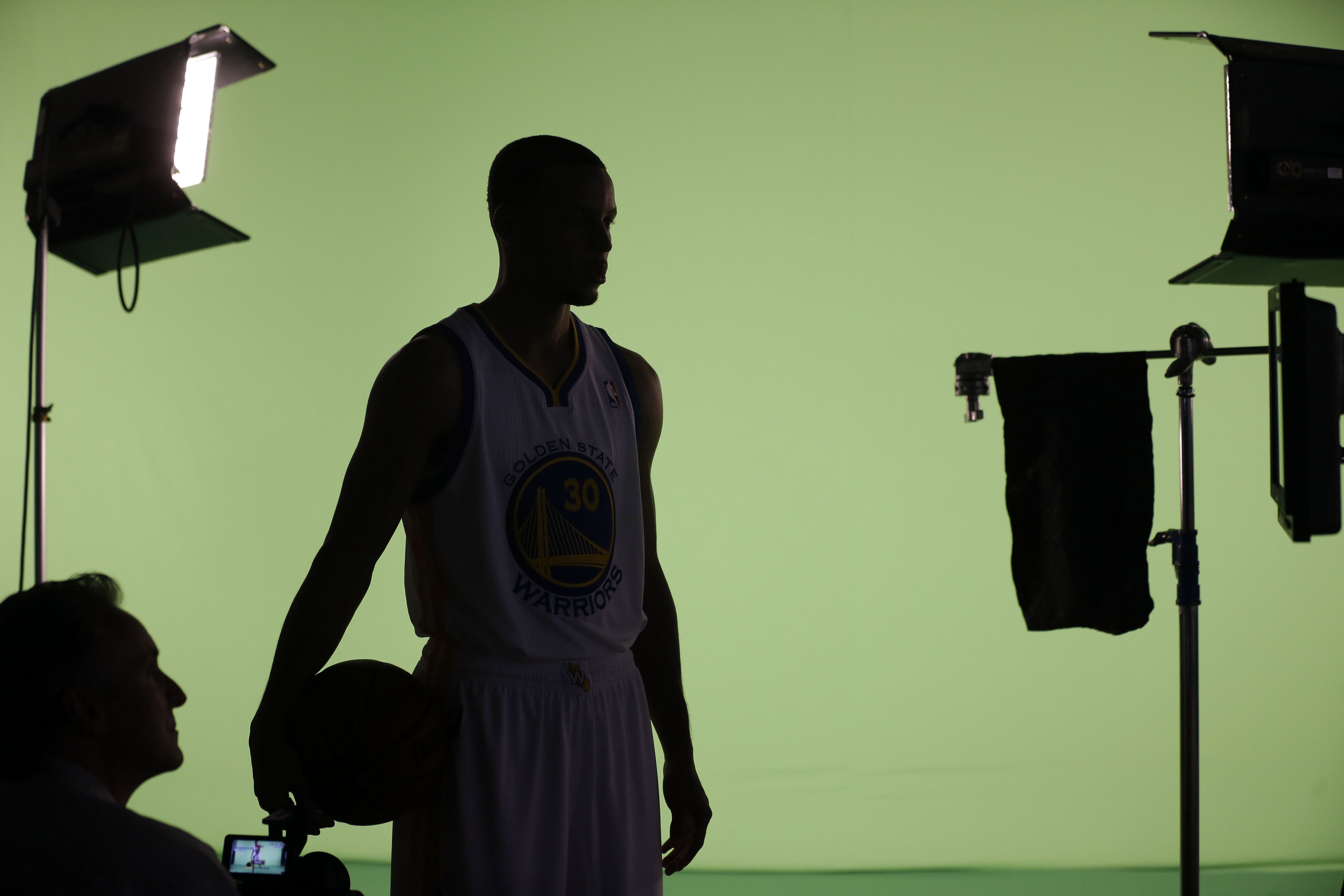 Curry brothers carry rivalry into Warriors camp