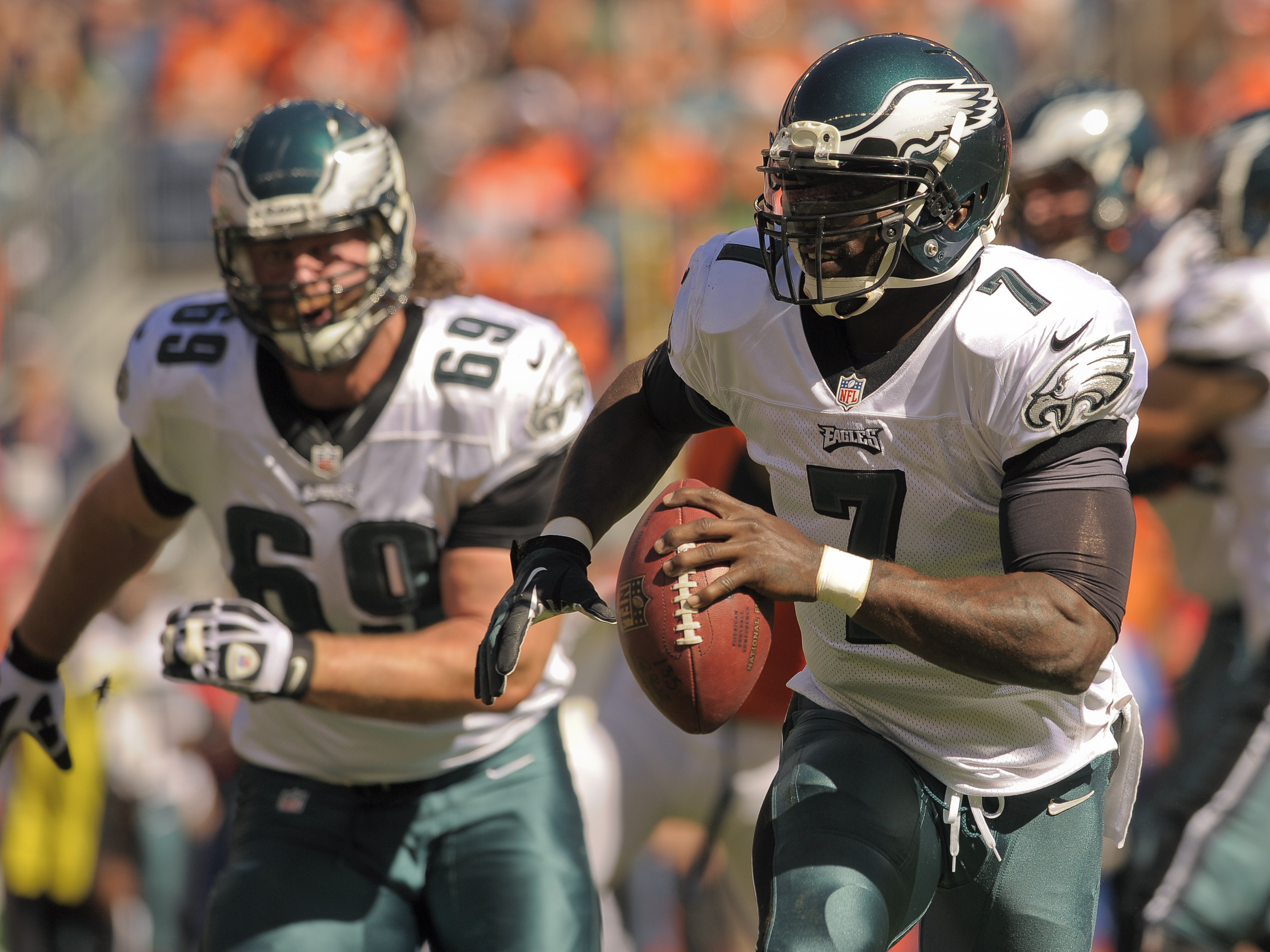 Manning masterful in Broncos' 52-20 rout of Eagles