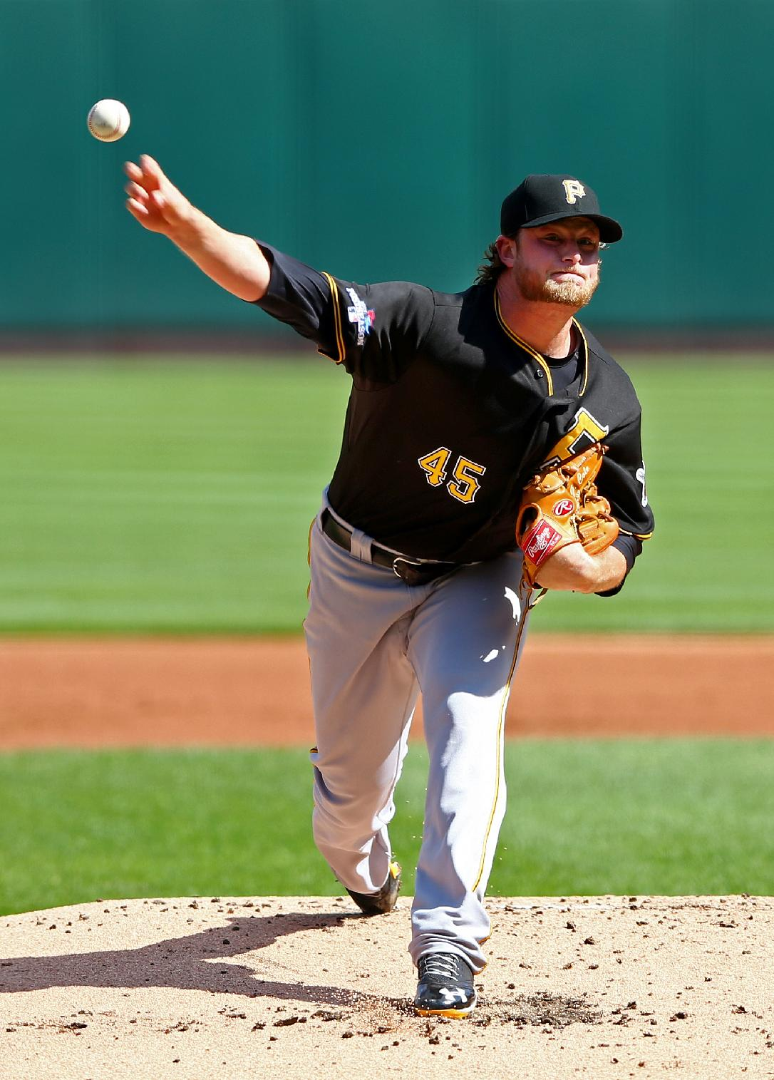 Cole silences Cardinals, Pirates tie series