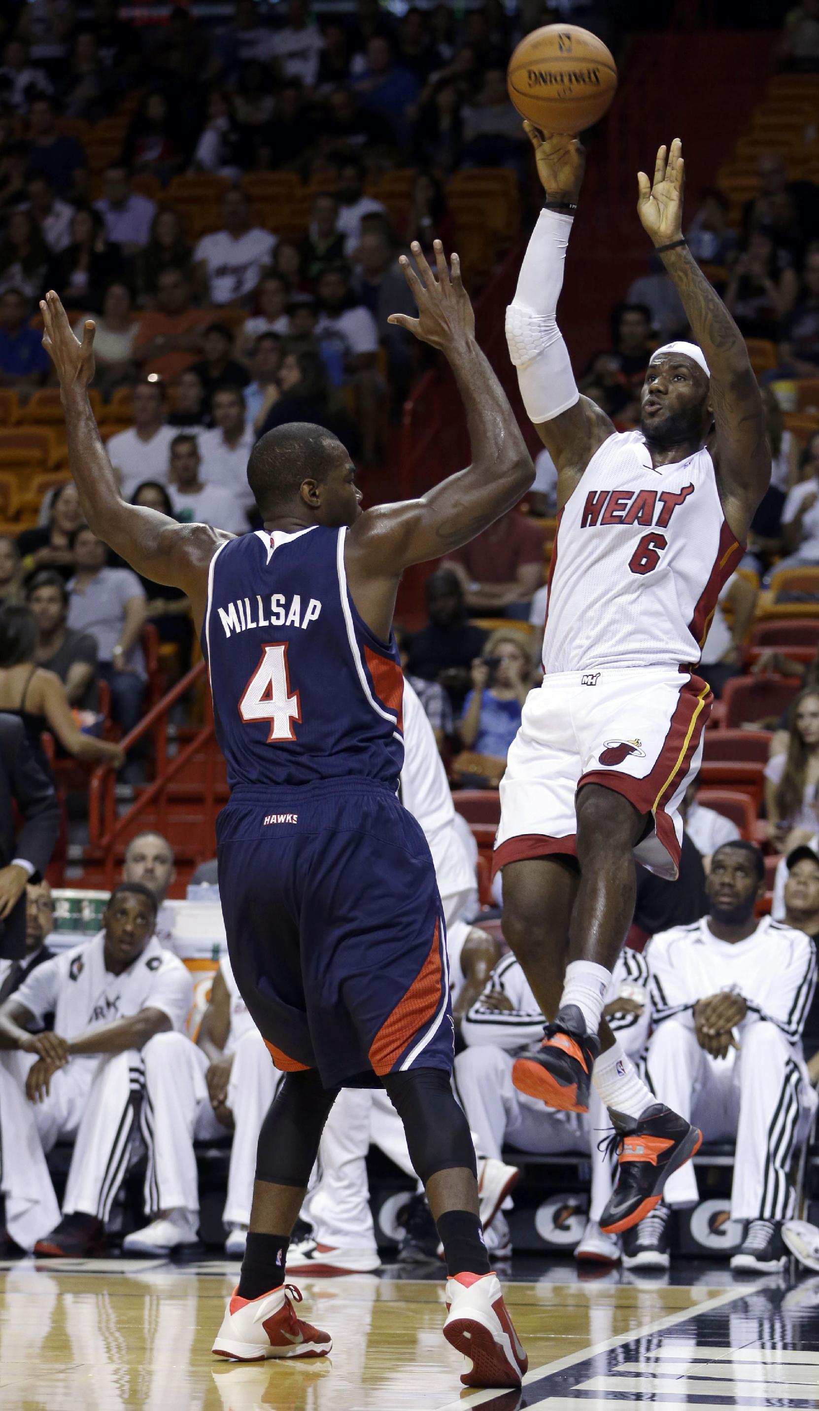 Bosh scores 21, Heat top Hawks 92-87