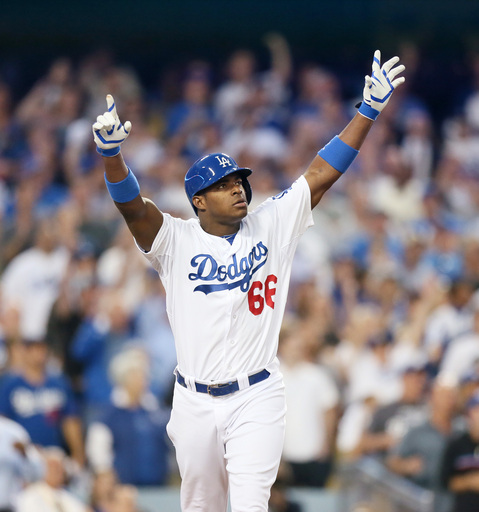 Dodgers top Cardinals 3-0, cut NLCS deficit to 2-1