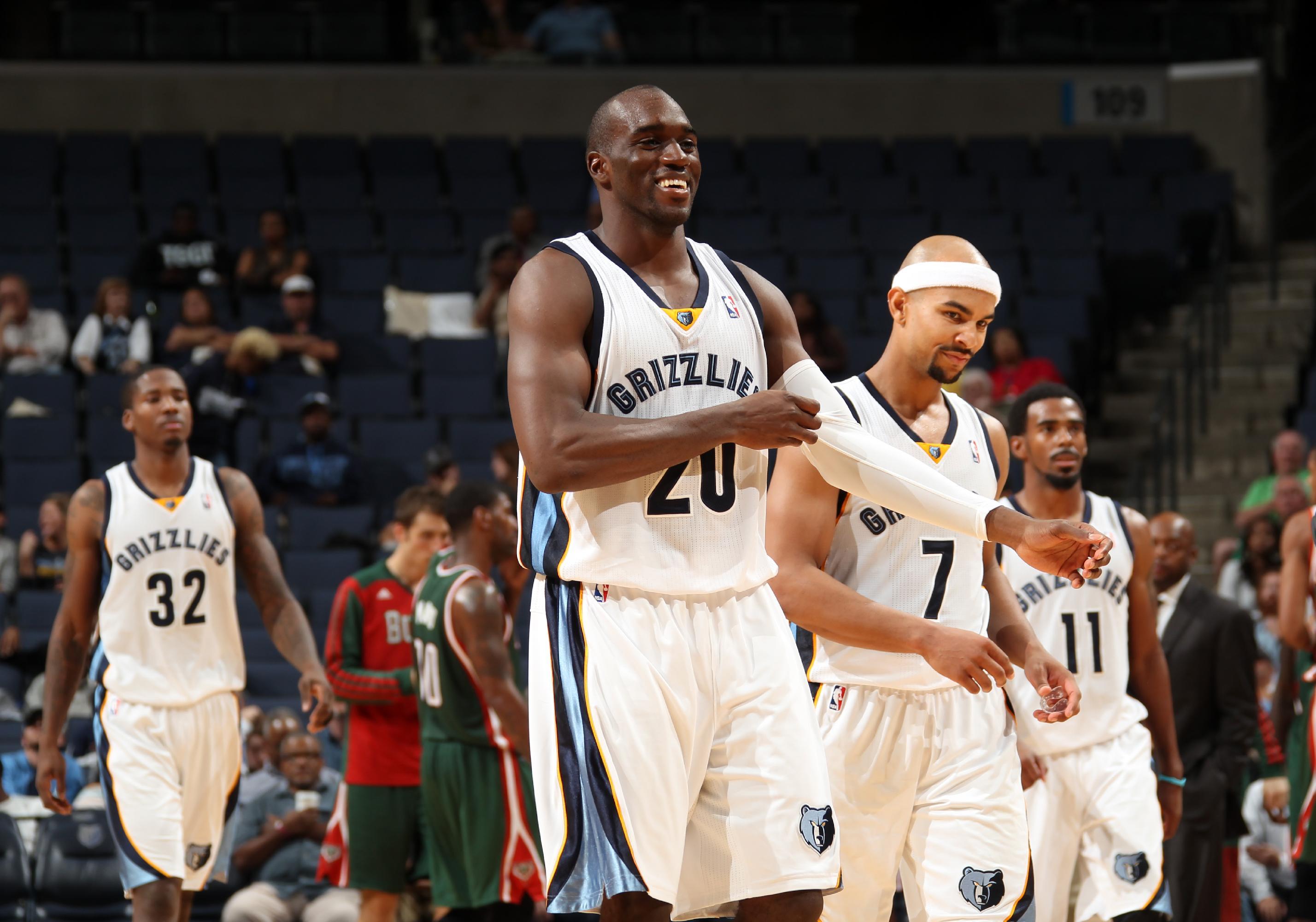 Late push leads Grizzlies past Bucks 102-99