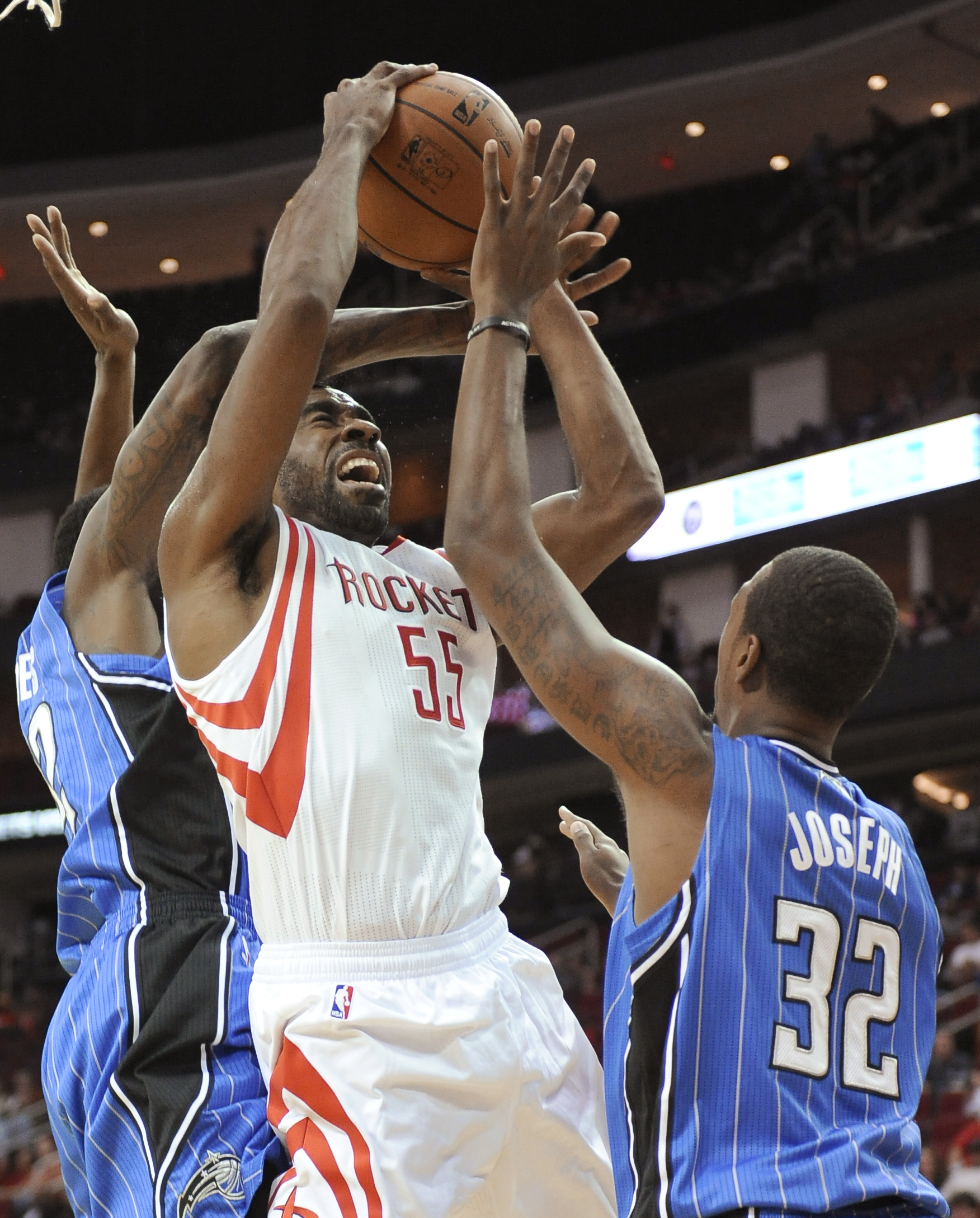 Harden, Rockets top Magic 108-104