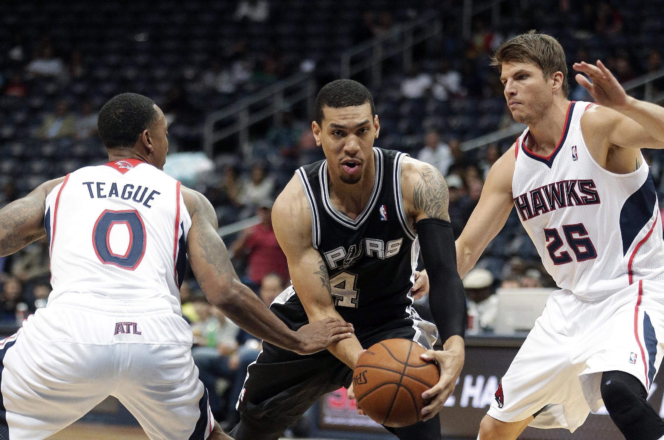 Spurs top Hawks 106-104 on Baynes' late basket