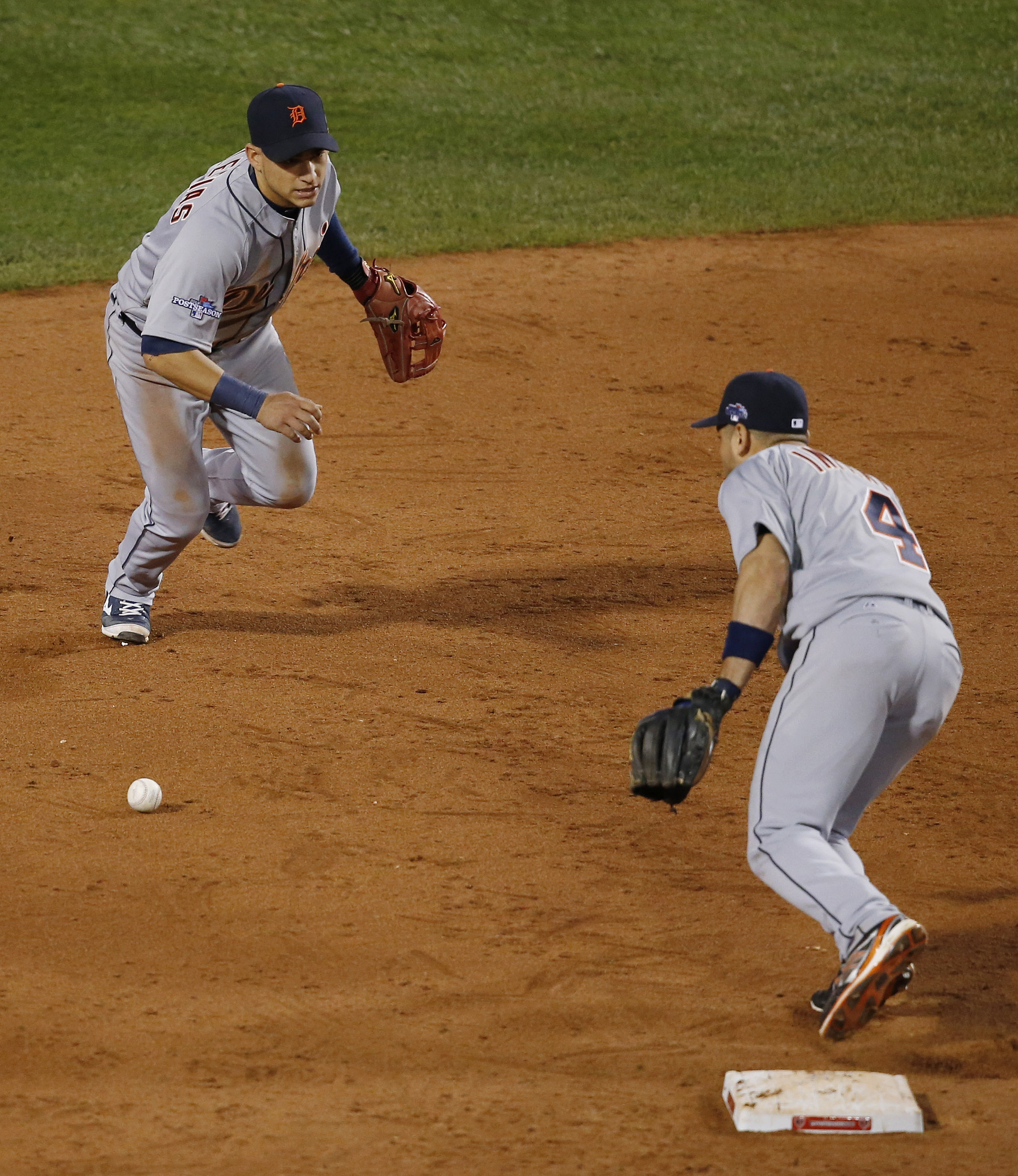 Red Sox beat Tigers 5-2 to advance to World Series