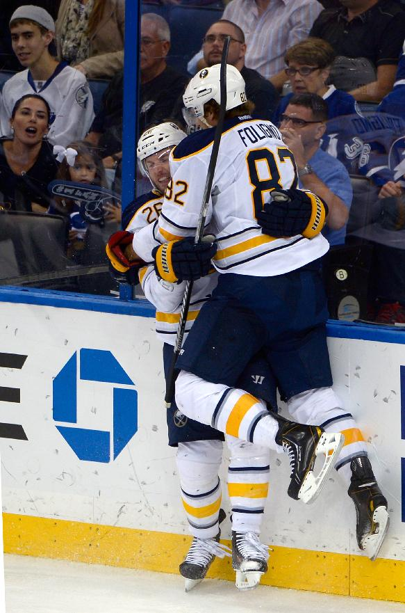 Islanders acquire Vanek from Sabres