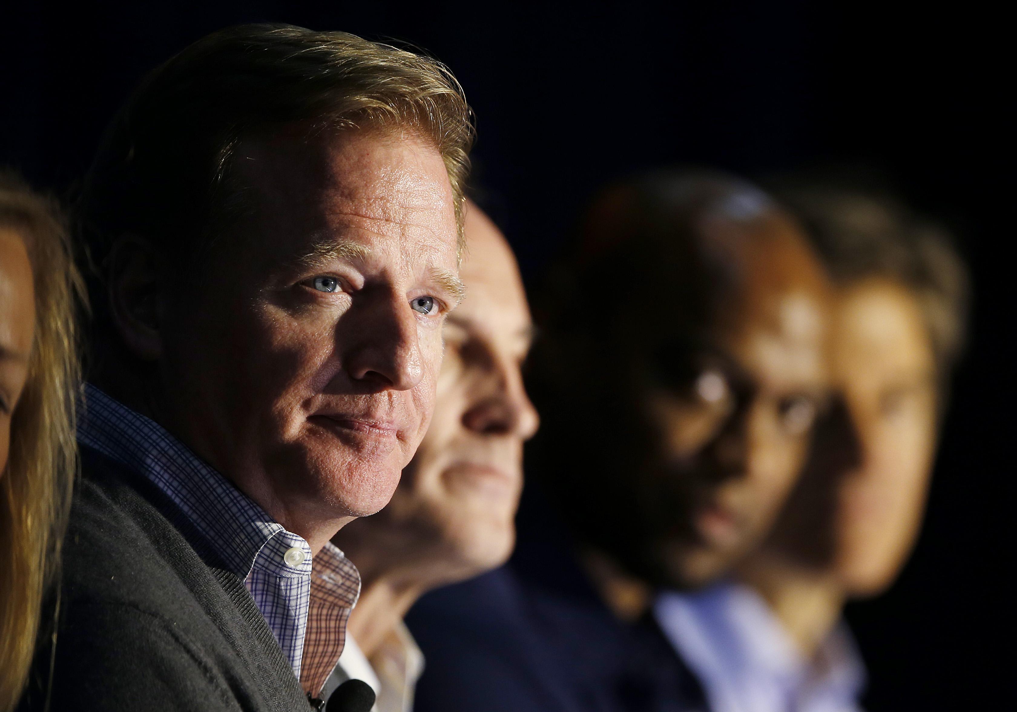 Judge approves $50M settlement in NFL retiree case