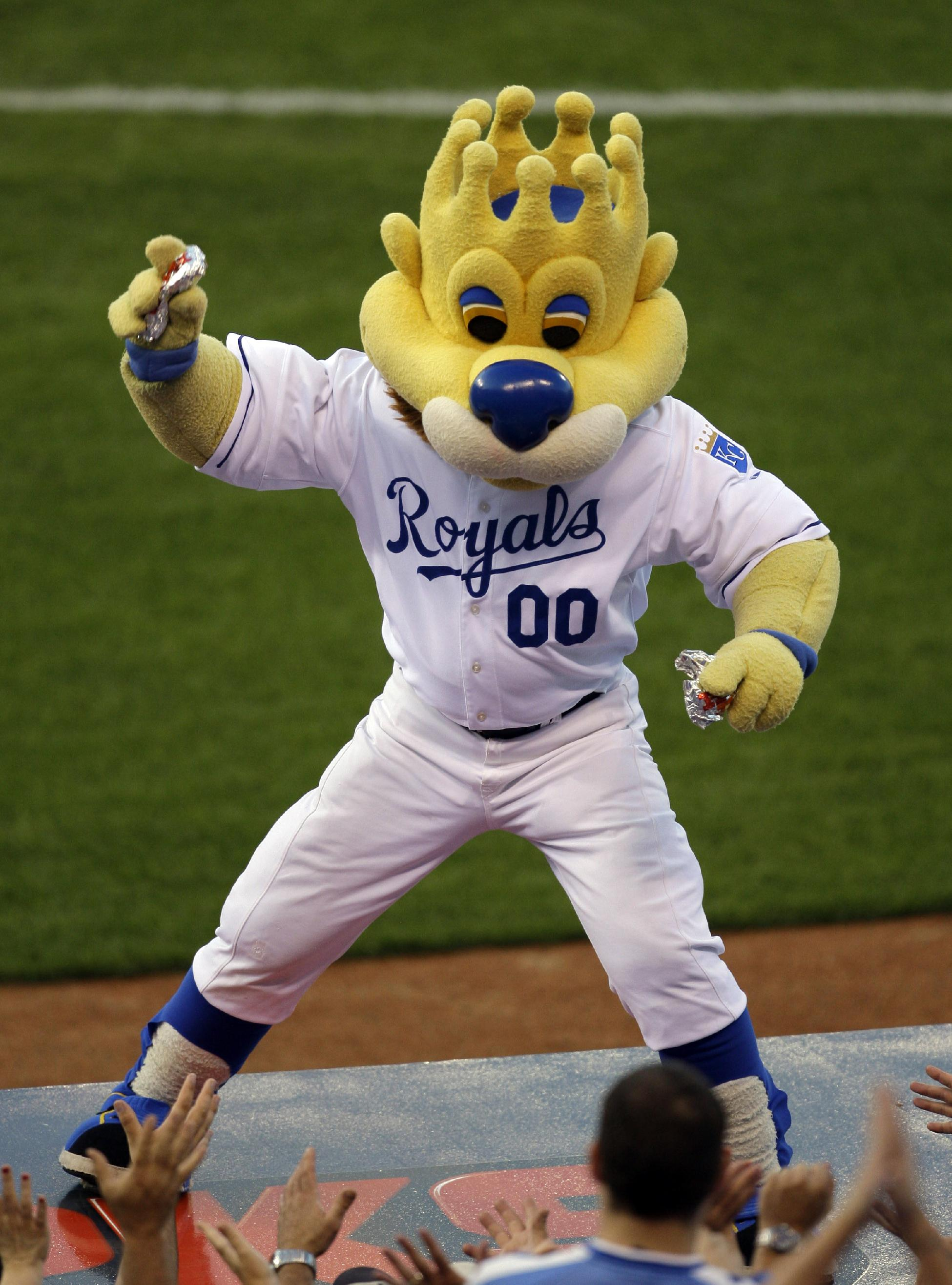 Fan injured by hot dog suing Kan. City Royals