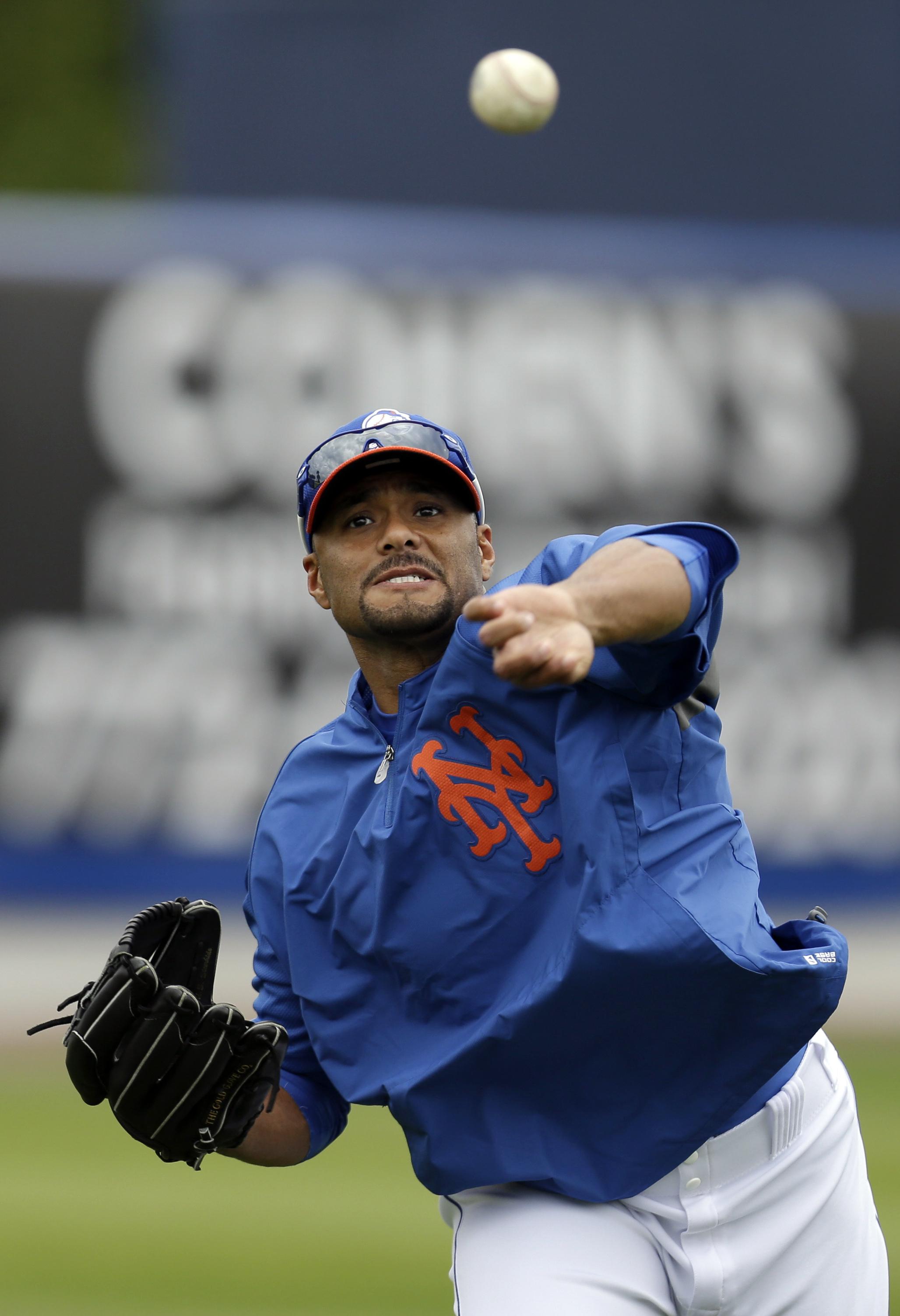 Mets decline $25 million option on Santana