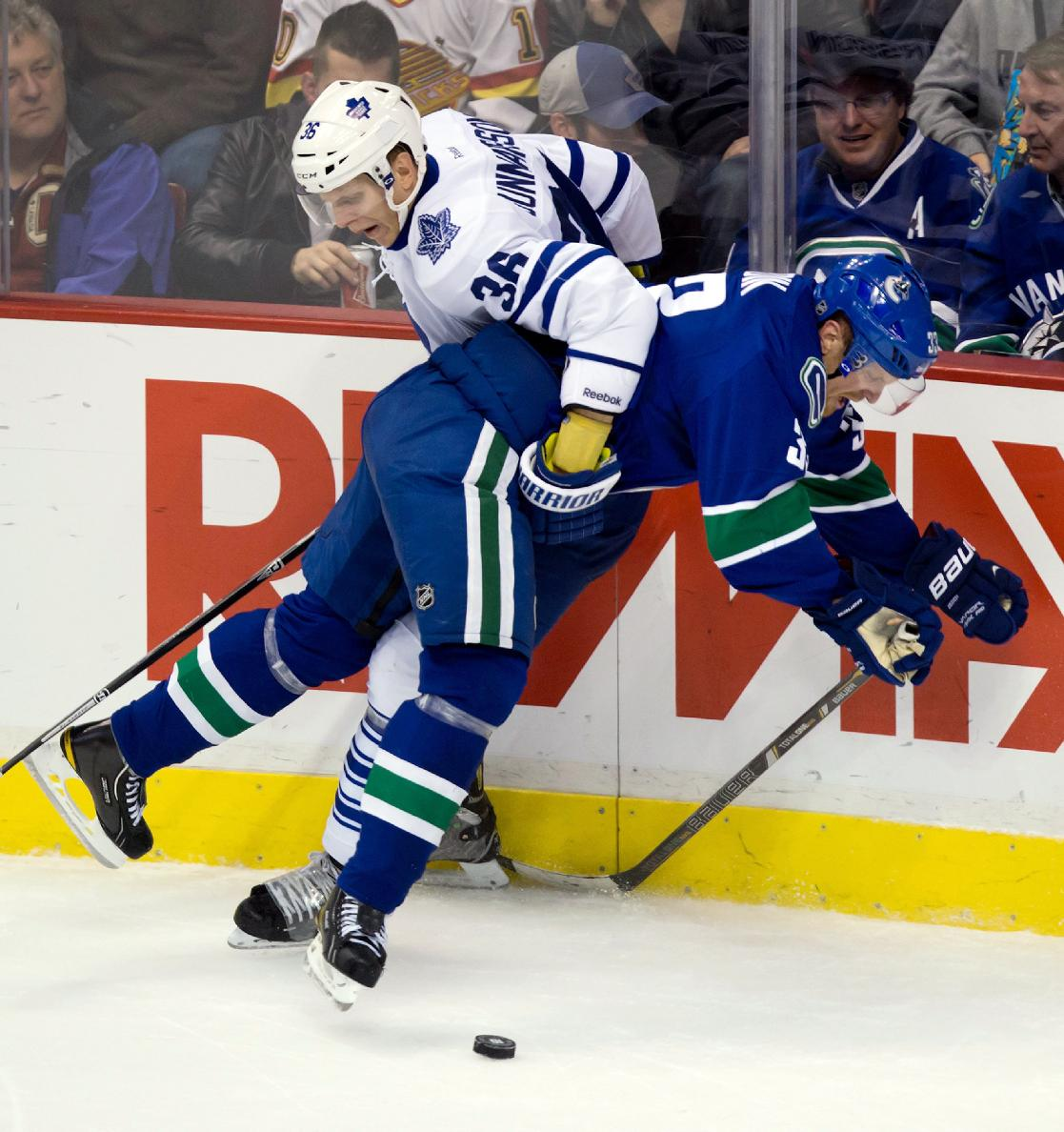 Luongo gets 2nd shutout as Canucks beat Leafs 4-0
