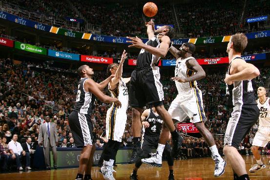 Parker leads Spurs past Jazz 91-82