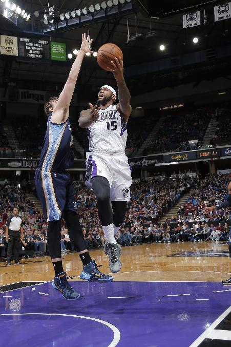 Cousins' double-double rallies Kings past Suns