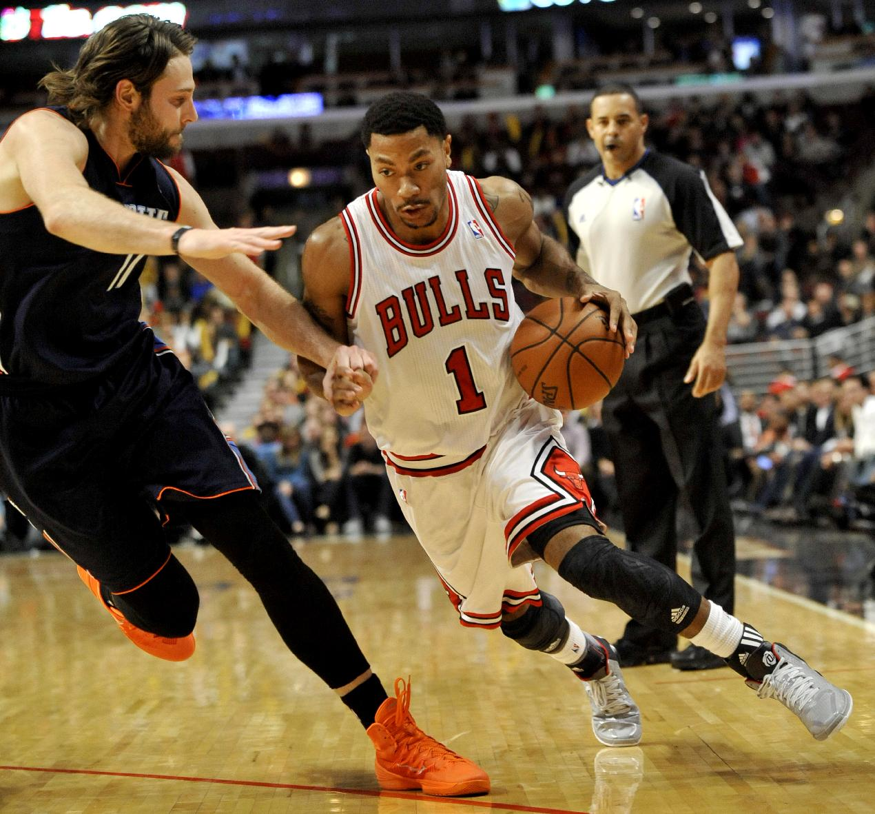 Rose injures other knee, latest star to get hurt