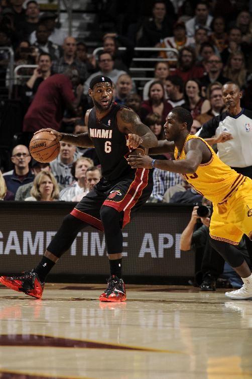 LeBron James scores 28 as Heat down Cavs 95-84