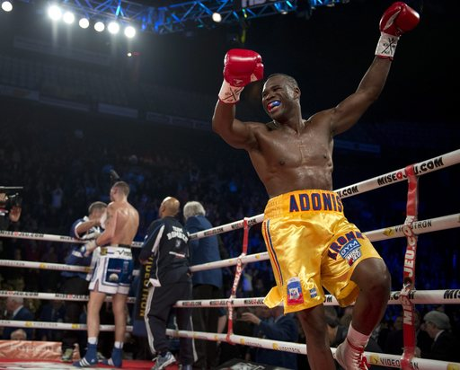 Stevenson retains light heavyweight title