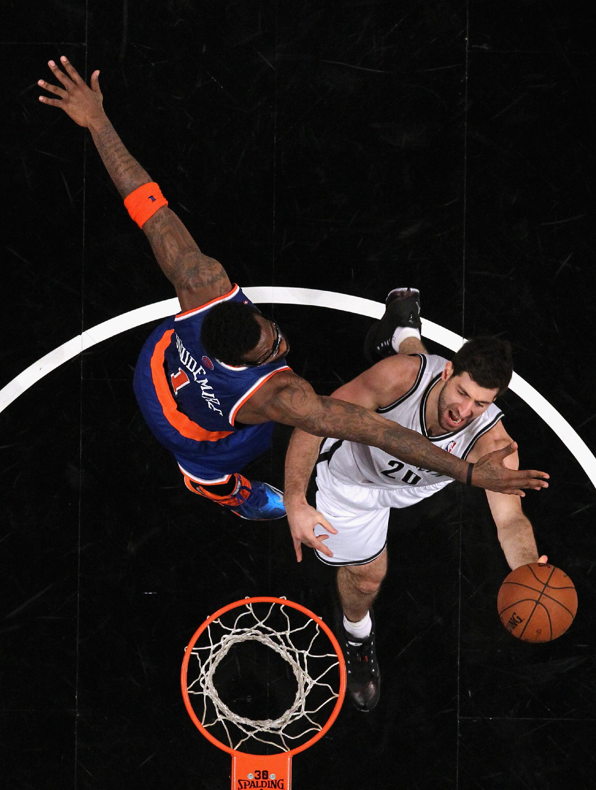 Knicks crush Nets in 1st meeting this season