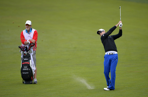 Woods ties record and takes 2-shot lead