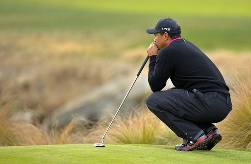 Woods takes 2-shot lead into the weekend