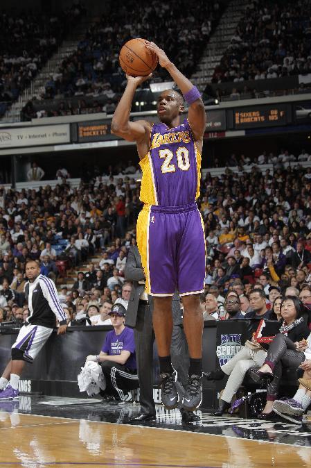 Lakers beat Kings 106-100, await Bryant's return