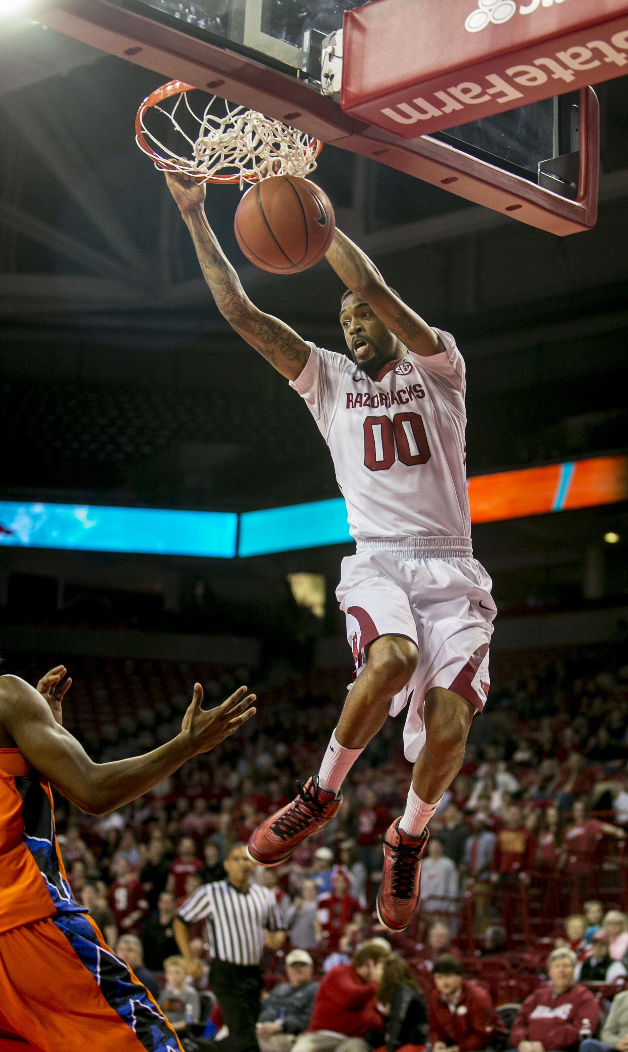 Madden's career high lifts Arkansas in 2nd half
