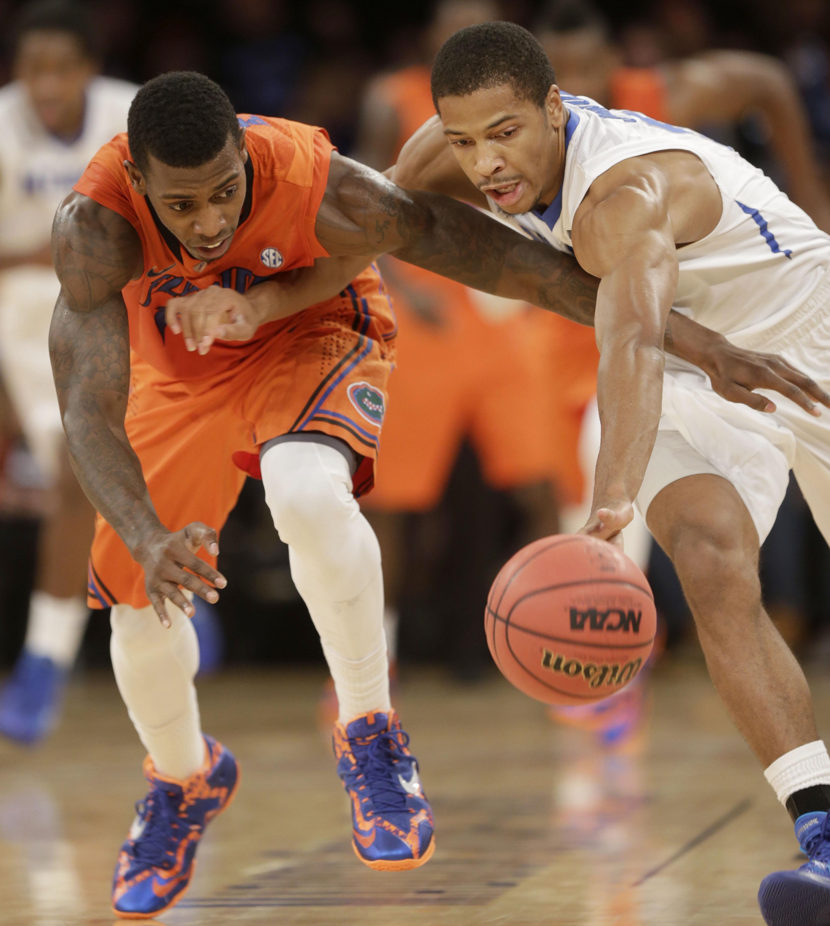 No. 16 Florida beats No. 15 Memphis 77-75