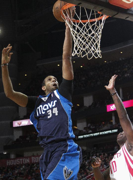 Nowitzki leads Mavs over Rockets 111-104