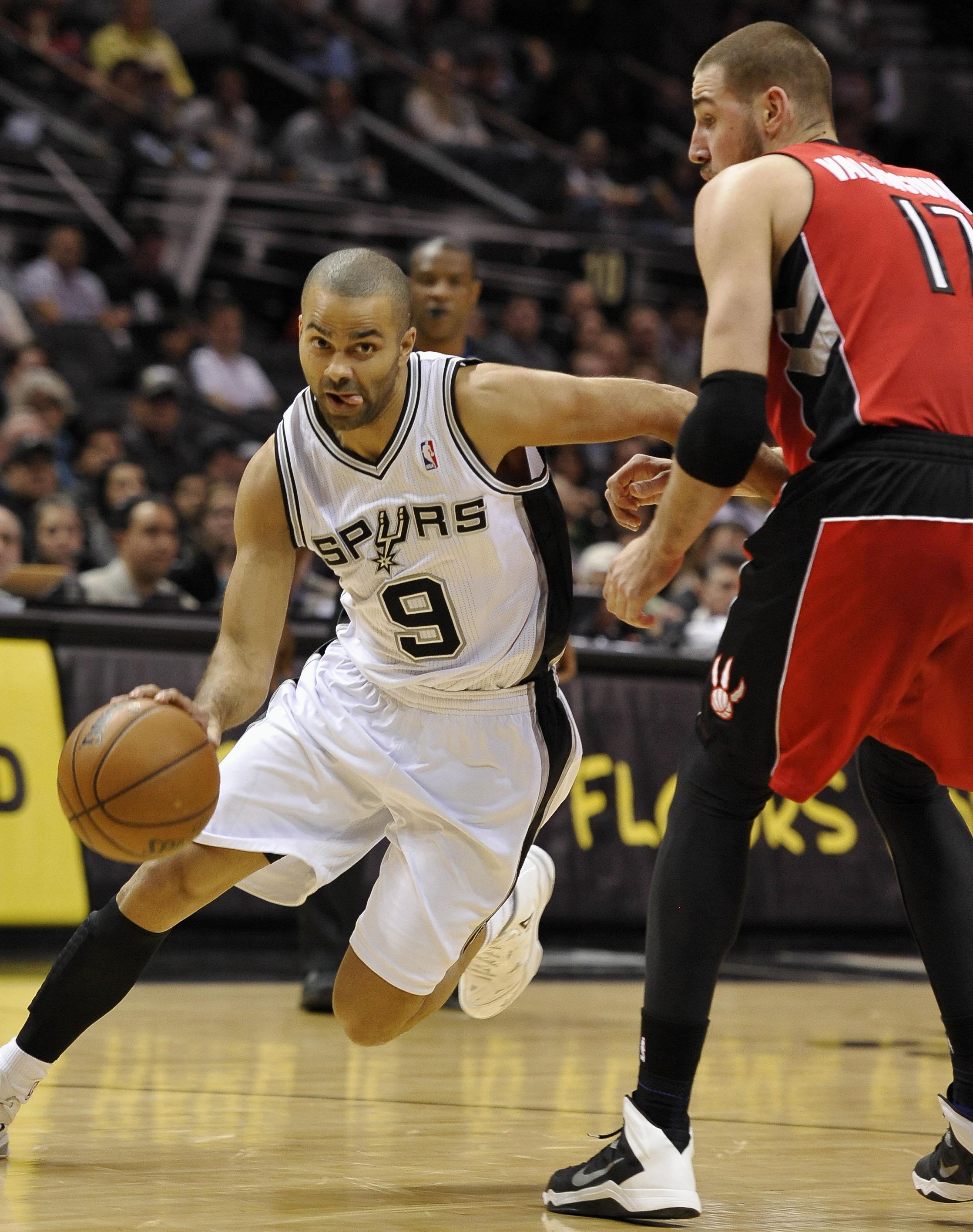 Parker scores 26 to help Spurs get past Raptors
