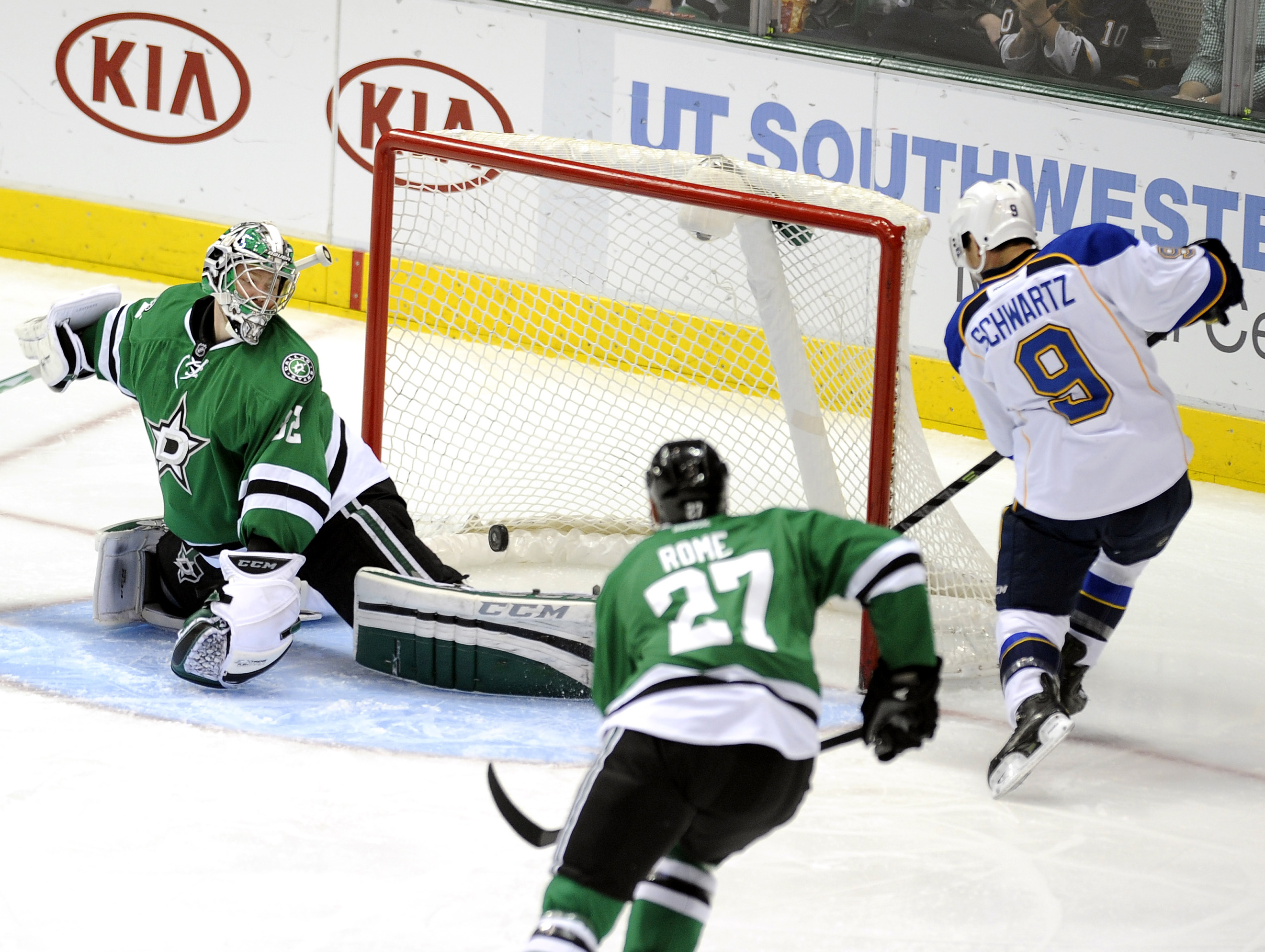 Shattenkirk lifts Blues over Stars 3-2 in OT