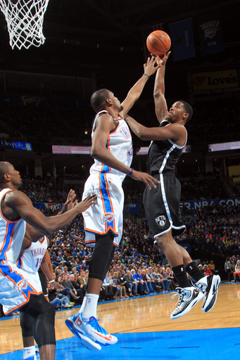 Johnson's jumper lifts Nets over Thunder, 95-93