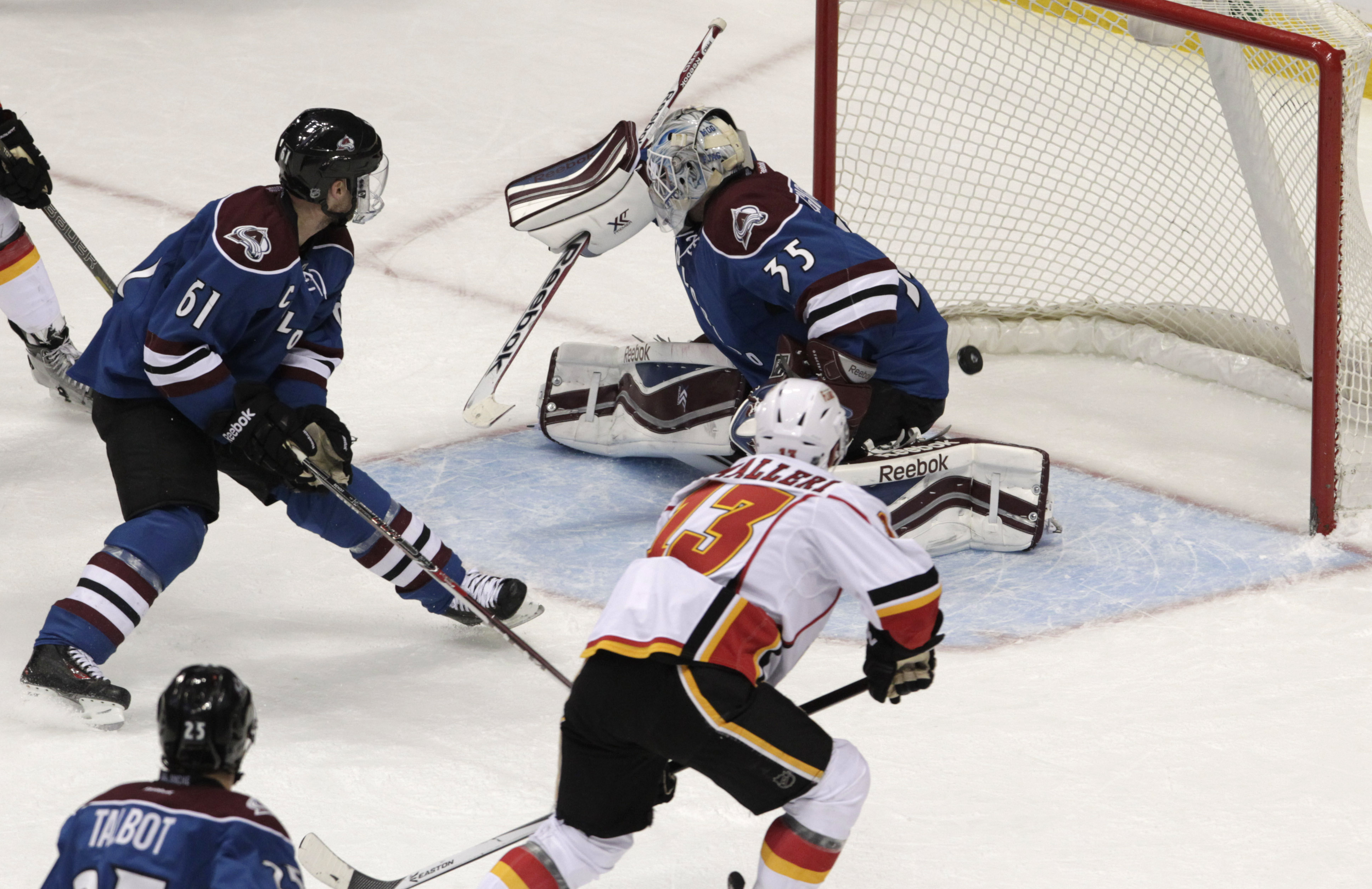 Cammalleri lifts Flames over Avalanche, 4-3