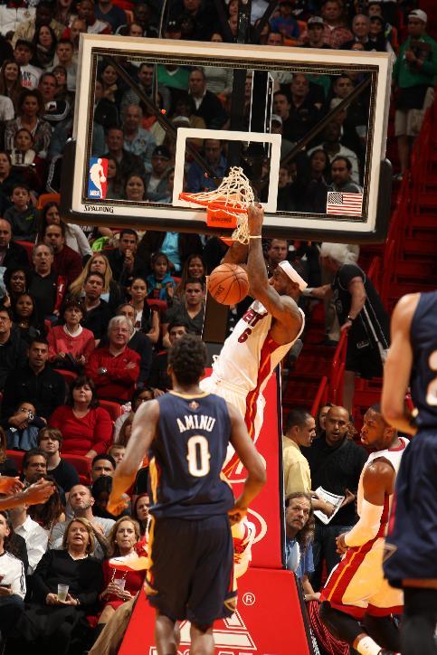 James scores 32, Heat run past Pelicans 107-88
